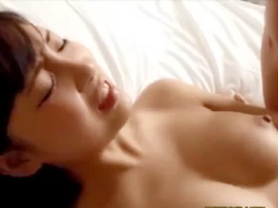 「ヤバイッ!出ちゃう…」潮吹き美少女と生SEX