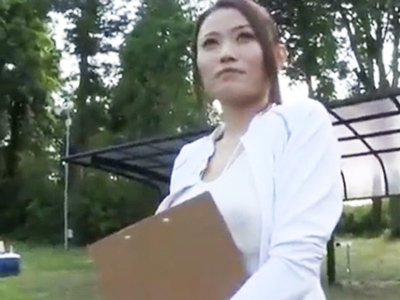 神聖な職場のグラウンドで青姦してしまうボイン体育教師