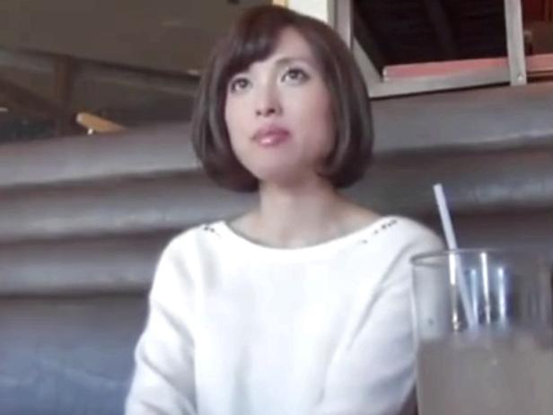 不倫サイトで知り合った素人妻とホテルで生々しいハメ撮り!
