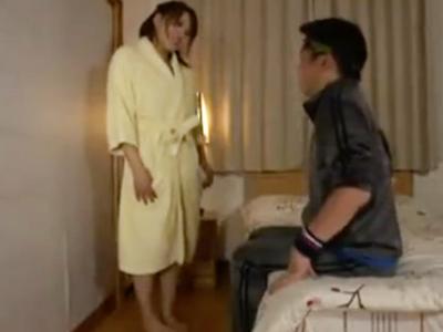 「女の人の体触った事なかったの?」ムチムチボディの巨乳娘が童貞を誘惑w