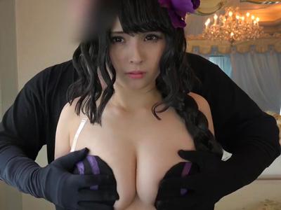 完成度高めな巨乳レイヤーに生挿入→膣中にザーメンたっぷり中出しw