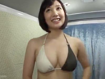 「中はマズイよぉ」湘南でナンパした巨乳妻に勢い余って中出しw
