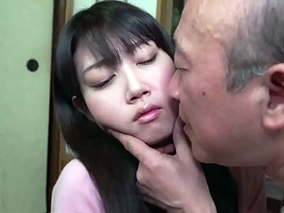 「もう嫌ぁ‥」義父の性処理玩具にされ毎日淫行に及んでしまう美人妻