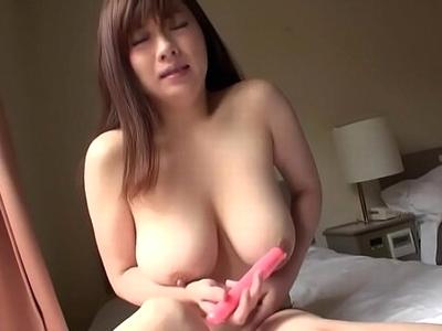熟れ始めの巨乳熟女とホテルでハメ撮り→膣内にザーメン大量中出し!