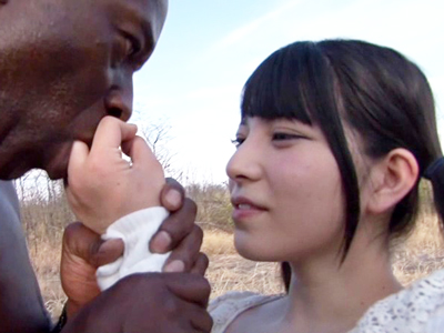 NG無し女優がアフリカ原住民のデカすぎチンポと野生パコ