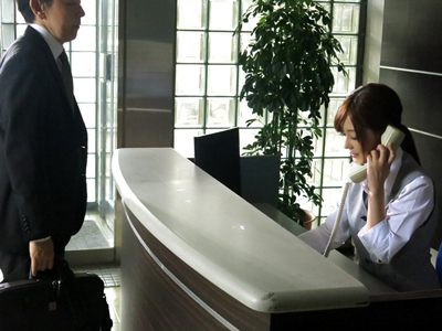 新婚の受付嬢に目をつけてレイプする会社に出入りしていた作業員
