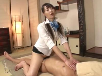 淫乱マッサージ嬢が客の勃起チンポに欲情→自ら騎乗位で挿入しヨガりイキ