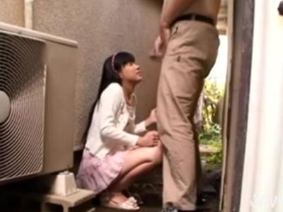 幼げなミニマム娘を物陰に連れ込み→強制フェラさせ全力顔射!