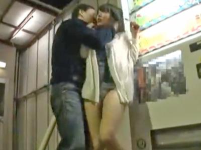 ワカメちゃんみたいな恰好で出歩いていた巨乳妻を自販機横で強制レイプ!
