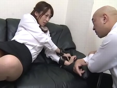 「やめてくださぃ!」鬼畜な上司に肉棒を喉奥まで無理やり咥えさせられる美人OL