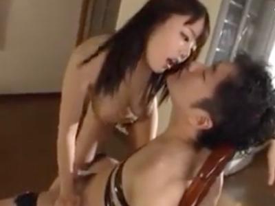 浜崎真緒がM男を拘束→肉棒に跨がりアヘ顔で中出しザーメンを求めるw