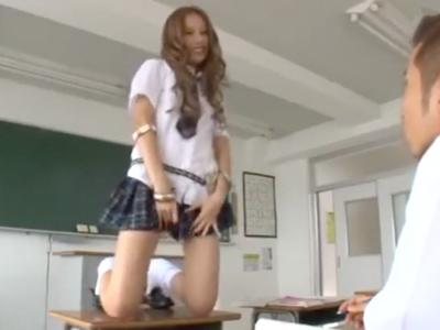 「やっちゃう?」放課後の教室でビッチなギャルとズボハメ性交!