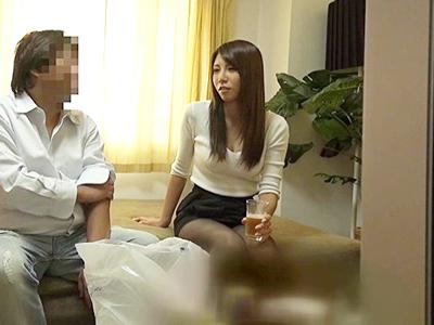 素人妻を連れ込むことに天才的な才能を発揮するナンパ師の盗撮映像