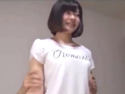 歌手を目指し中なショートカット娘に生挿入→膣奥に大量中出し!