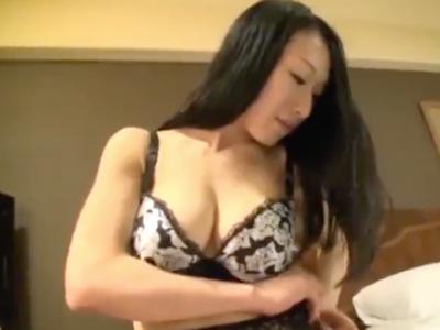 不倫サイトで知り合った巨乳妻とホテルで生々しいハメ撮りw