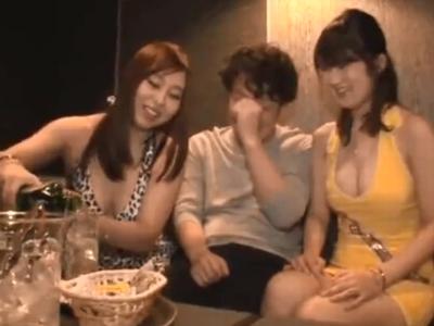 巨乳のお姉さんの、3P無料動画!【お姉さん動画】
