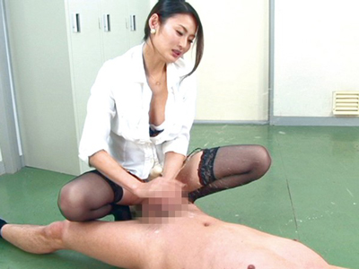 前立腺を激しく刺激されて射精よりも高みにある潮吹きオーガズム