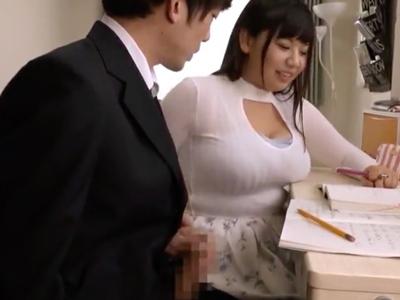 家庭教師の巨乳がデカすぎて集中できない生徒にキツキツパイズリ