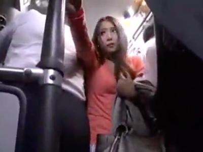 バスの中で巨乳美女に痴女られたラッキーサラリーマン