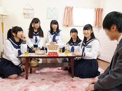 名門私立女子●校に通うJKたちがDTくんと王様ゲーム