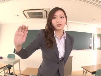 放課後の教室でお気に入り生徒を痴女る欲求不満なパンスト教師