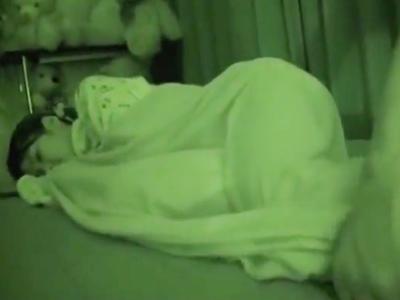 ロリな妹を夜這いし暗視カメラでハメ撮りパコ