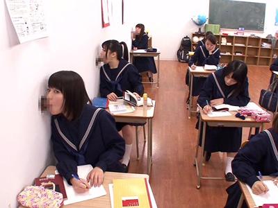壁や黒板からチンポが生えてていつでもハメ放題の進学校