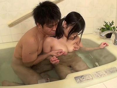 すっかり巨乳に育った姪っ子と久しぶりの再会でお風呂近親