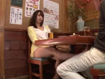 居酒屋で酔って露出してくる痴女とトイレFUCK