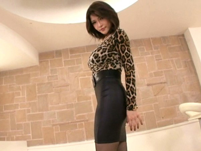 ぱっつぱつタイトスカートのリアル女豹が着衣パコ