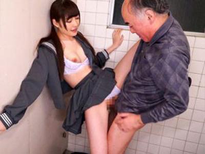 痴女JKがオッサンを公衆トイレに連れ込んで援交パコ