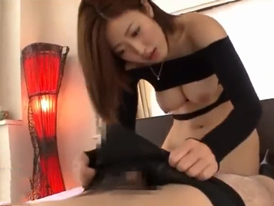 セクシー衣装の巨乳美女がニーハイブーツを着衣のまま生ハメ