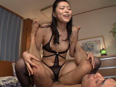 「もっと欲しいッ!!」物凄い騎乗位腰振りで強制中出しさせる淫乱妻
