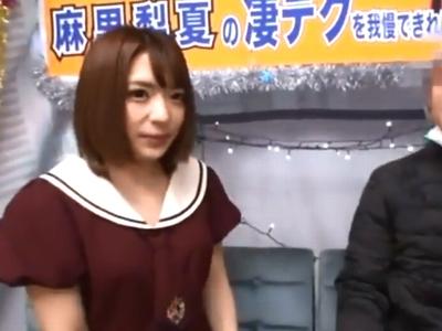 麻里梨夏が一般男性を逆ナンパ→車内に連れ込み中出しサービス!