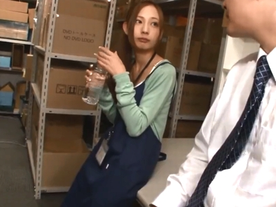 媚薬入りの水飲み発情したスレンダー娘に生挿入→膣奥にたっぷり中出し!