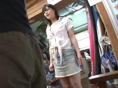 サーフショップで働く美人店員を客を装いガチレイプ