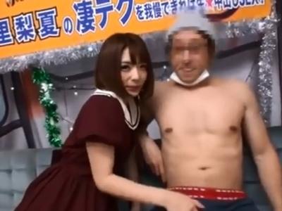 麻里梨夏ちゃんの凄テク手コキに耐えきってザーメン中出し成功!