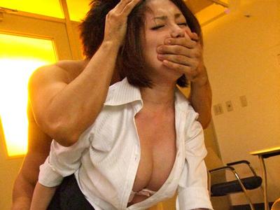 放課後人が少なくなったところを狙われ生徒にレイプされる女教師