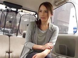 買い物途中に声を掛けられ車内でフェラ抜きしちゃう超絶美形スレンダー人妻