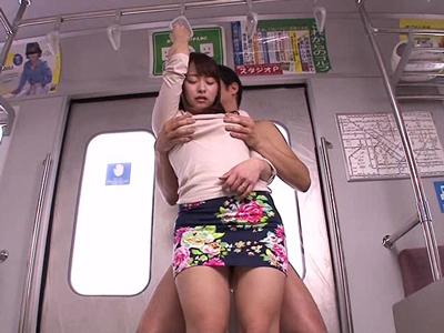 電車でおっぱいを揉みまくる痴漢プレイが堪能できるイメクラ
