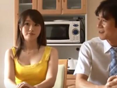 「これ大っきぃ…!」新婚の新妻が変態男に迫られて断れずにそのまま浮気パコ