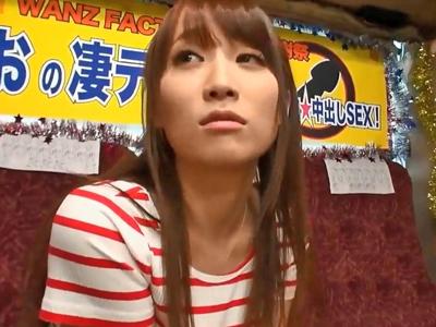 倉田まおちゃんの凄テク手コキで素人チンポ堪らず暴発w