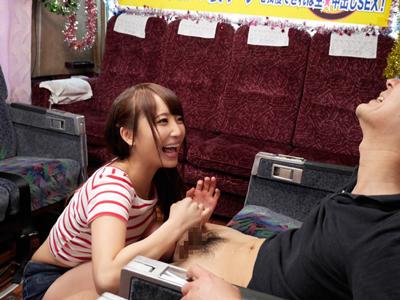 倉多まおちゃんの凄テク手コキに耐えきってご褒美中出しゲット!