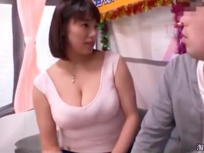 巨乳美少女春菜はなちゃんの抜群手コキに耐えきって念願の生ハメ中出しゲット!