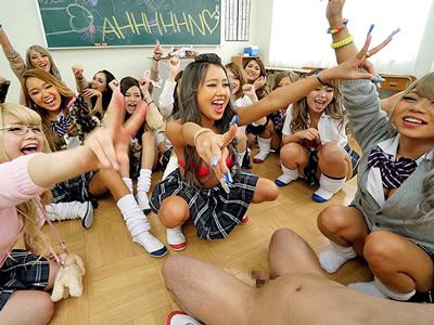 クラス全員のギャルが一本のチンポに群がるヤリマン学園