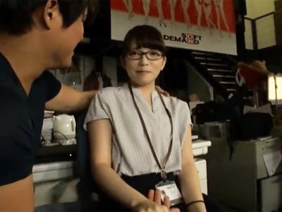 「は…恥ずかしいです…」眼鏡の似合う女子社員が照れながらも一生懸命パコ