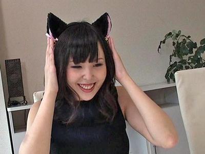 アナル未経験の素人娘に黒猫の尻尾をぶっ刺し開発