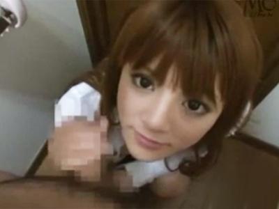 美形なギャル女子高生娘がトイレで勃起肉棒を一生懸命にフェラチオ抜き奉仕