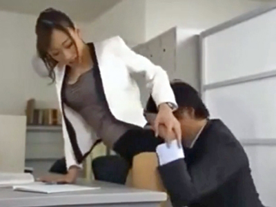 校内で男を誘惑してパコ→お掃除フェラまでする巨乳痴女教師