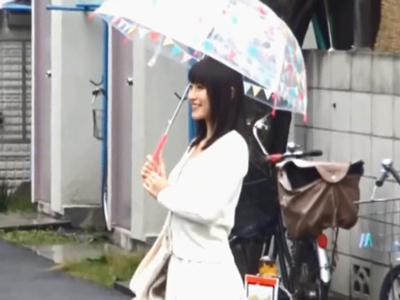 雨の中ナンパした激カワ女子大生と即日中出しファック!